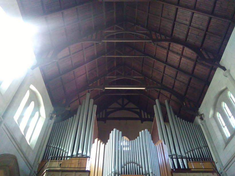 ch_stmary_coner_organ_pipes_roof