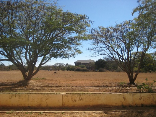 at_hosp_materdei_grounds_dry.jpg