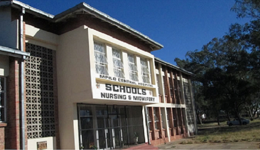 at_hosp_mpilo_entrance.png