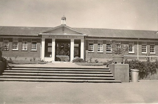 sch_jun_cogh_1960_entrance.jpg